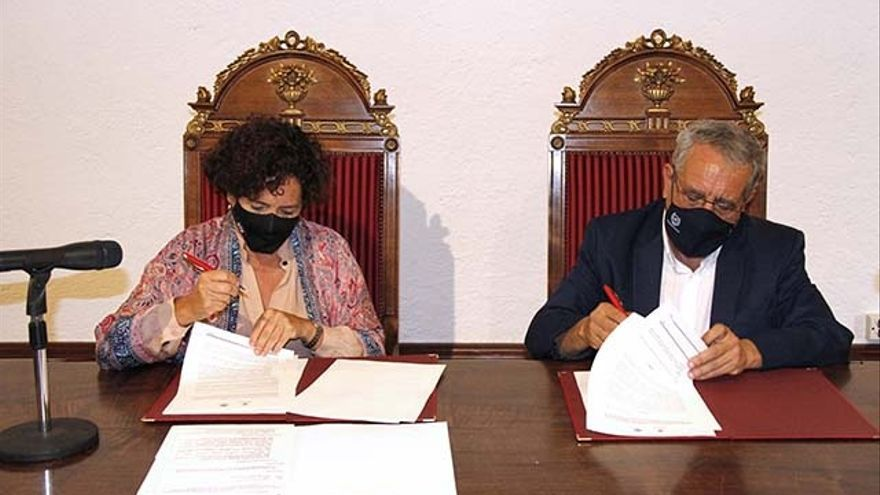 La UMA y la UGR firman un convenio para implantar un doble grado en Ciencias Políticas y de la Administración y Periodismo