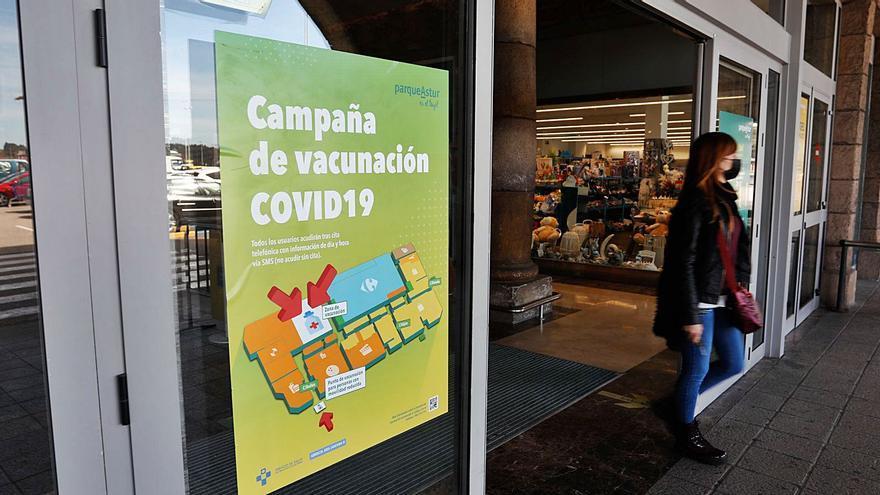 La vacunación masiva en el centro comercial de Trasona arranca este jueves