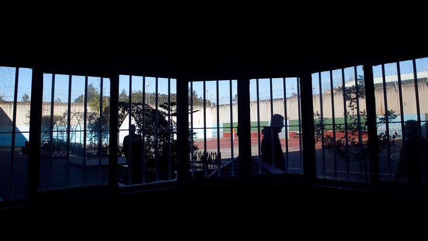 """Un preso se enfrenta a 14 años de cárcel por intentar matar a otro clavándole un """"pincho"""" en el cuello en la cárcel de Asturias"""