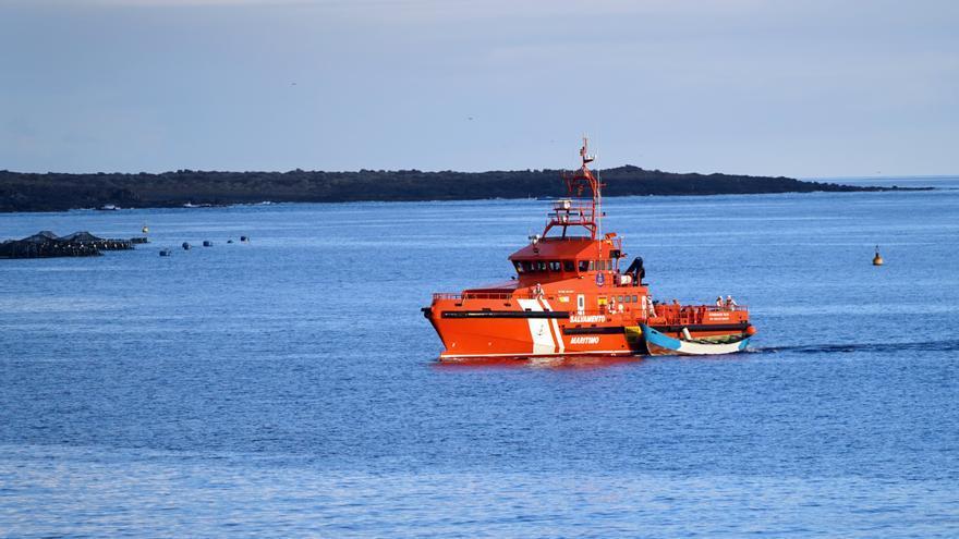 Rescatan a 5 inmigrantes en el Mar de Alborán y los llevan a Motril