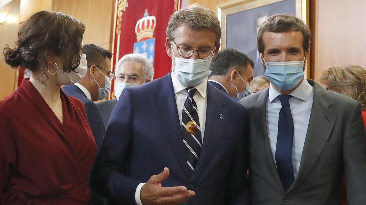 "Feijóo enerva a Casado por ""romper la estrategia contra Vox"""