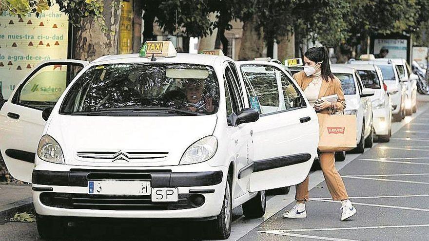 El sector del taxi 'toma' de nuevo las calles de Córdoba