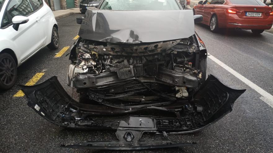 Buscan a un conductor que huyó a pie tras un accidente en A Barca
