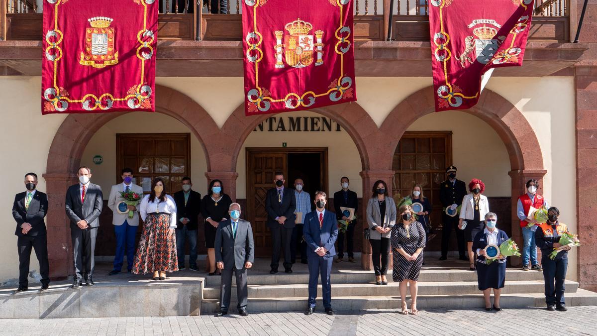 Fotografía de familia de la entrega del Premio Méritos Humanos.
