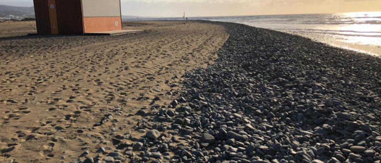 Las mareas desplazan la arena de La Punta de Maspalomas hacia el Faro