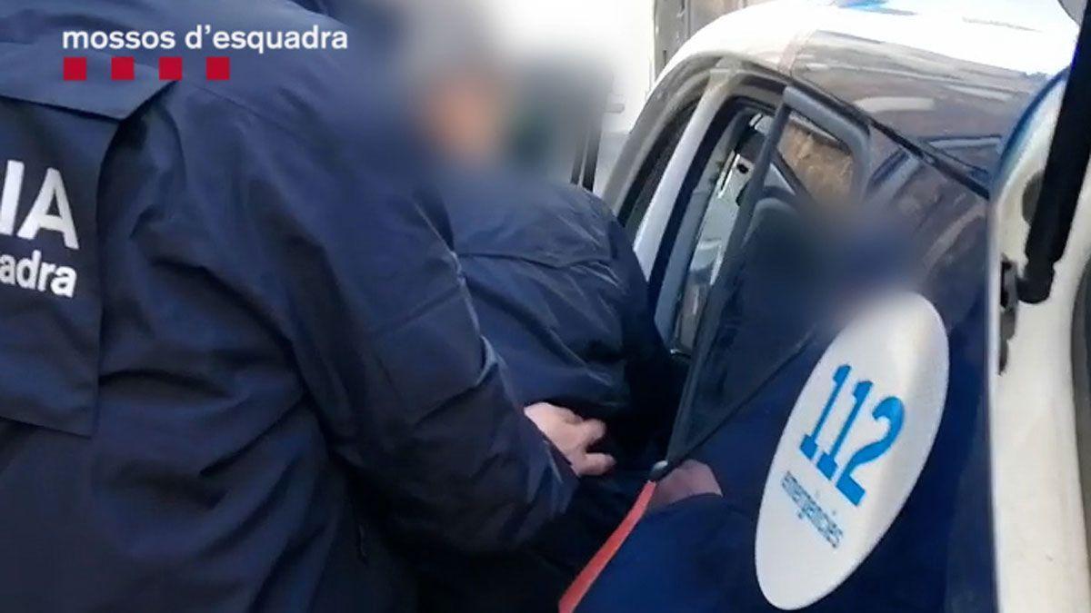 Detenido el líder de un grupo por abusar sexualmente de los miembros captados.