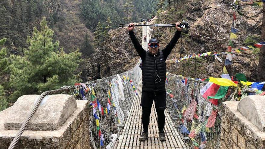De Málaga al Himalaya para repartir medicamentos