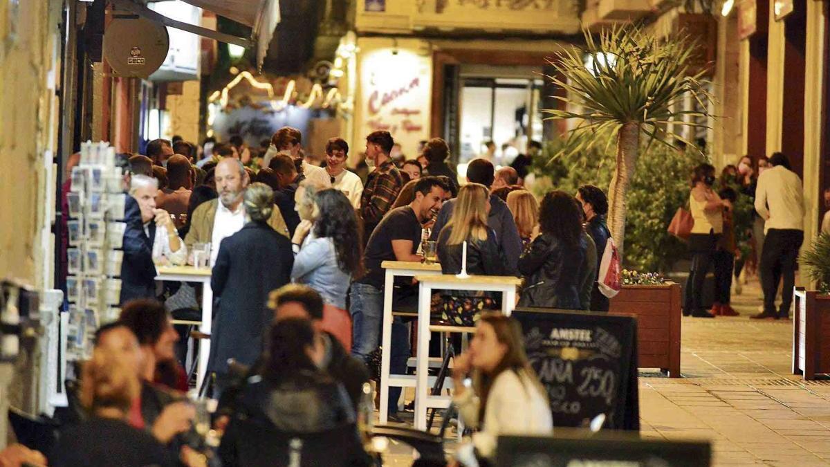 Toque de queda a media tarde en los bares y sin visita de allegados