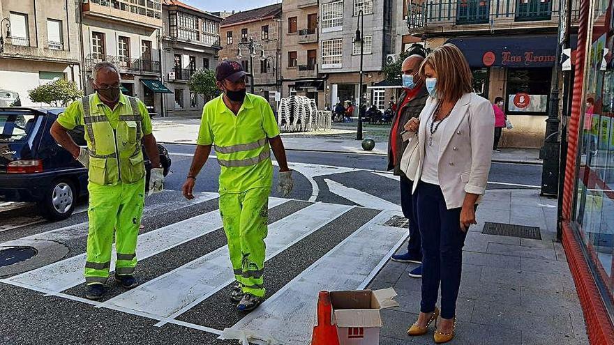 Redondela repinta la señalización viaria para mejorar la seguridad