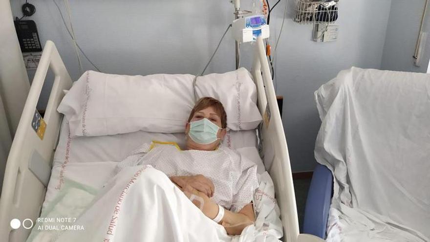Le roban la silla de ruedas aprovechando su traslado en ambulancia al hospital