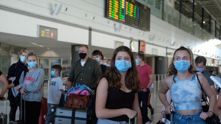 Canarias aprueba la exigencia de test para que los turistas se alojen en hoteles