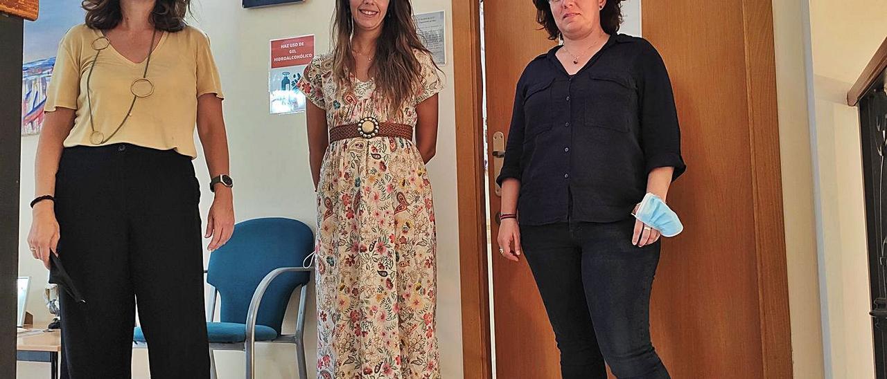 Constanza Romero, Noelia Casesnoves y Cristina Martínez, terapeutas de Proyecto Hombre Gandia.