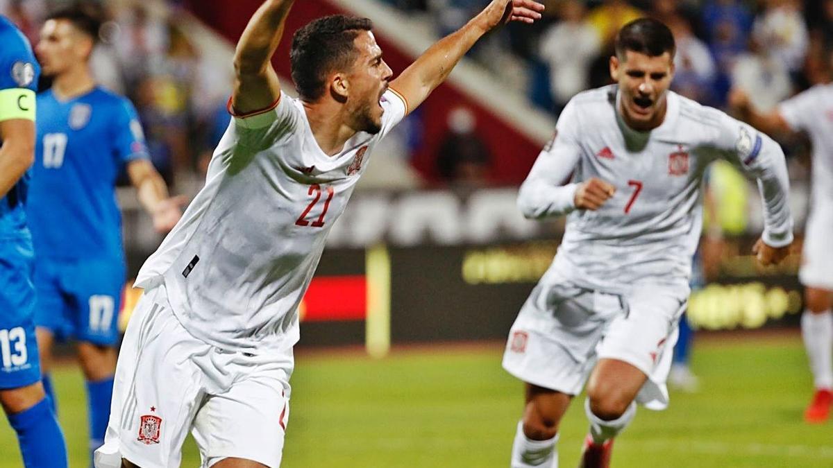 Pablo Fornals celebra el primer gol de la selección española ante Kosovo.    // EP