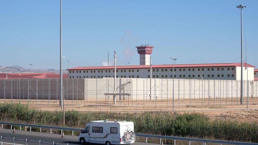 Seis encapuchados golpean a la subdirectora de una cárcel de Valencia a la salida de su casa