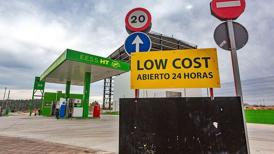 Finestrat endurece su normativa urbanística para evitar nuevas gasolineras low cost en el bulevar