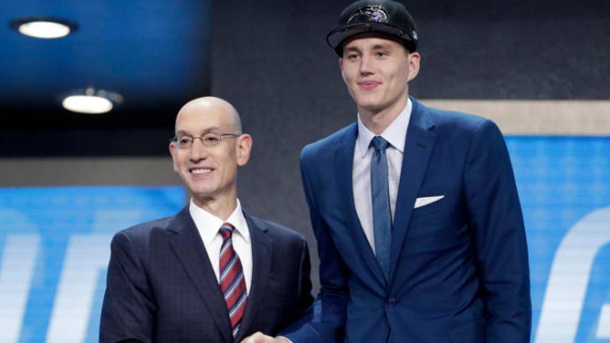 Anzejs Pasecniks mueve la coctelera de la NBA
