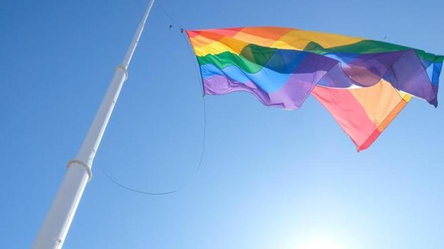 Dos años de cárcel por revelar homosexualidad de su pareja tras romper con él