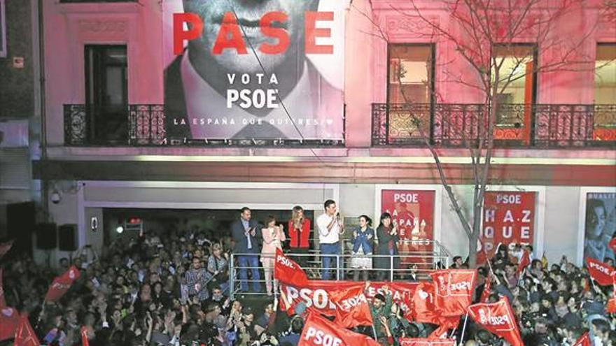 El PSOE gana, el PP cae