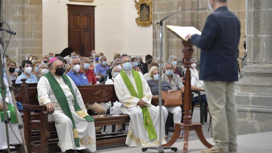 El papa Francisco bendice a los que sufren los estragos del volcán palmero