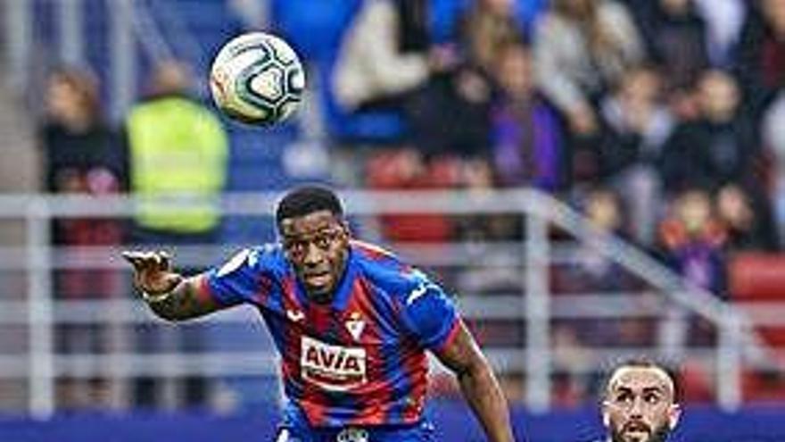 Joselu, con dos goles en seis minutos, da aire al Alavés en Ipurua