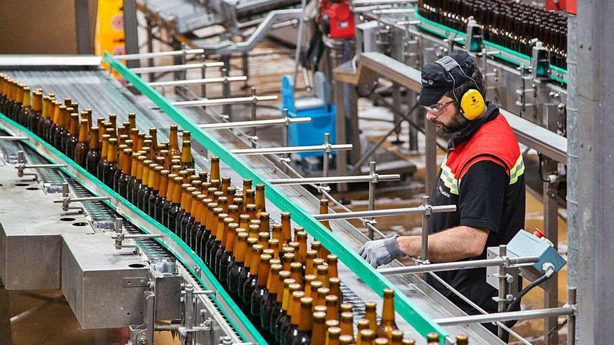El Covid se ceba con la fabricación de bebidas, que cae un 36% en lo que va de año en Galicia