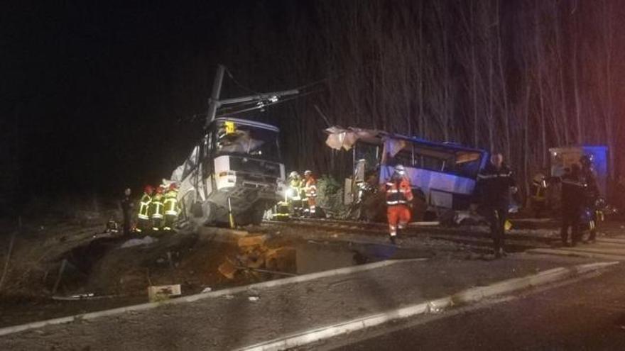 Aumentan a 5 los niños muertos tras chocar un tren y un autobús escolar en Francia