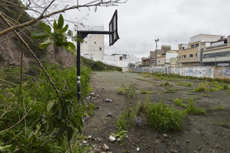 Cancha deportiva en estado de abandono, en Santa Brígida