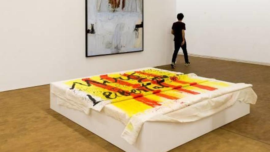 La Fundació Antoni Tàpies s'endinsa en el Tàpies més polític
