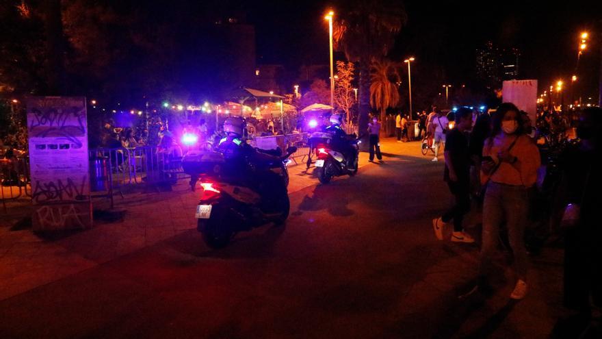 Els Mossos d'Esquadra han detingut 59 persones i han registrat 237 positius per alcoholèmia i drogues durant la nit