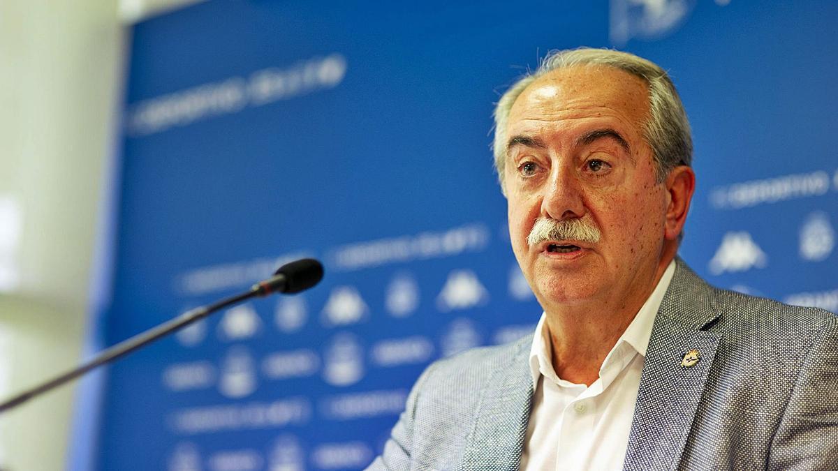 El presidente del Deportivo, Antonio Couceiro, durante la rueda de prensa. |  // RCD