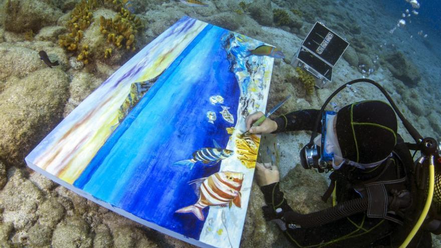 'Pinceladas de Océano', de la artista italiana afincada en Canarias Ely Phenix
