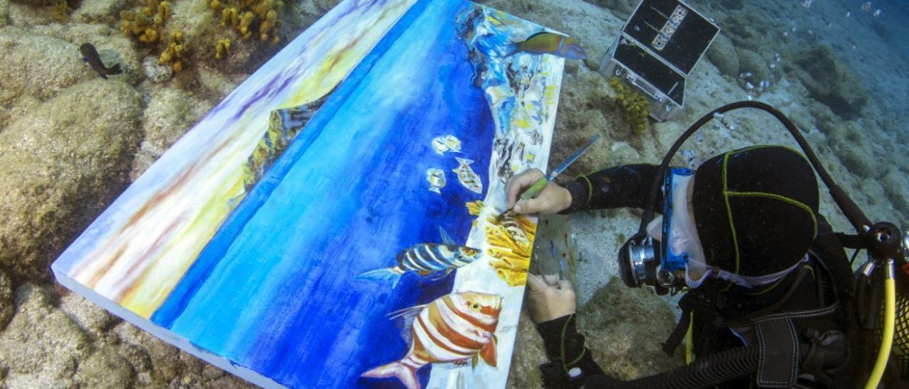 Pinceladas de arte bajo el océano de Canarias