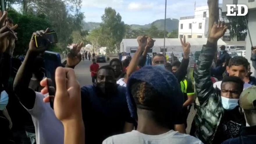 Los migrantes se 'hermanan' en Las Raíces
