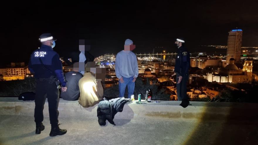 Así ha sido el último operativo policial: 21 fiestas y 7 botellones disueltos ayer en Alicante