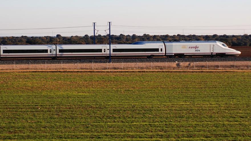 Renfe lanza una promoción especial en trenes AVE que unen Barcelona y Córdoba por el centenario de los Patios