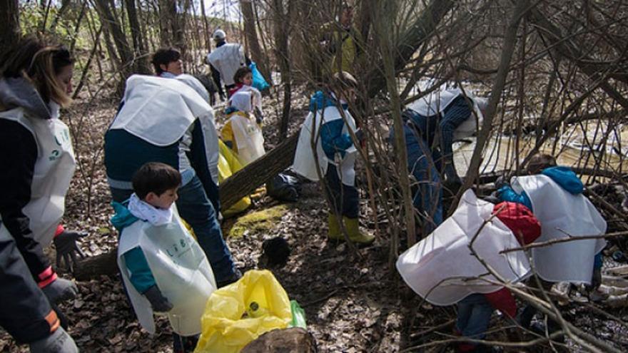 Más de 700 voluntarios recogen 7 toneladas de basura abandonada en la naturaleza de Aragón