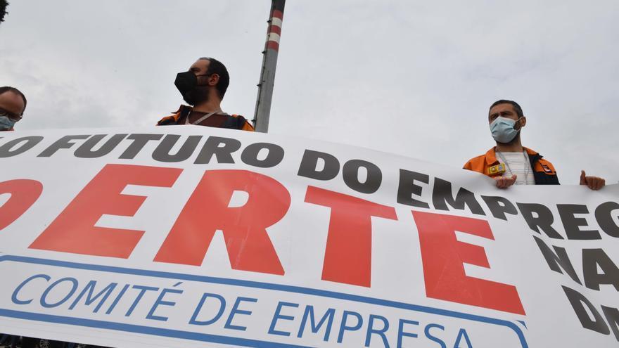 Cientos de personas marchan en A Coruña contra el ERTE en la refinería de Repsol