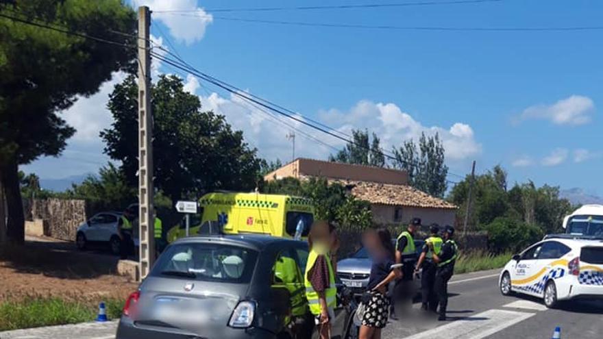 Dos motoristas resultan heridos al chocar contra un coche en Alcúdia