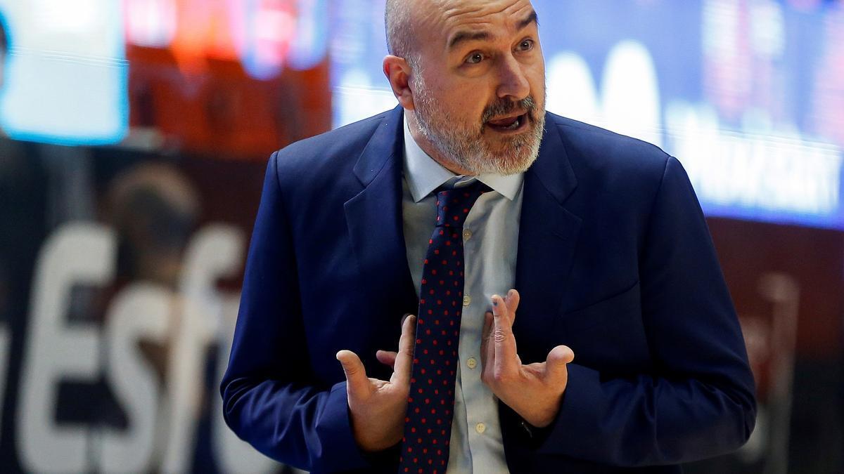 Jaume Ponsarnau, durante un encuentro con el Valencia Basket
