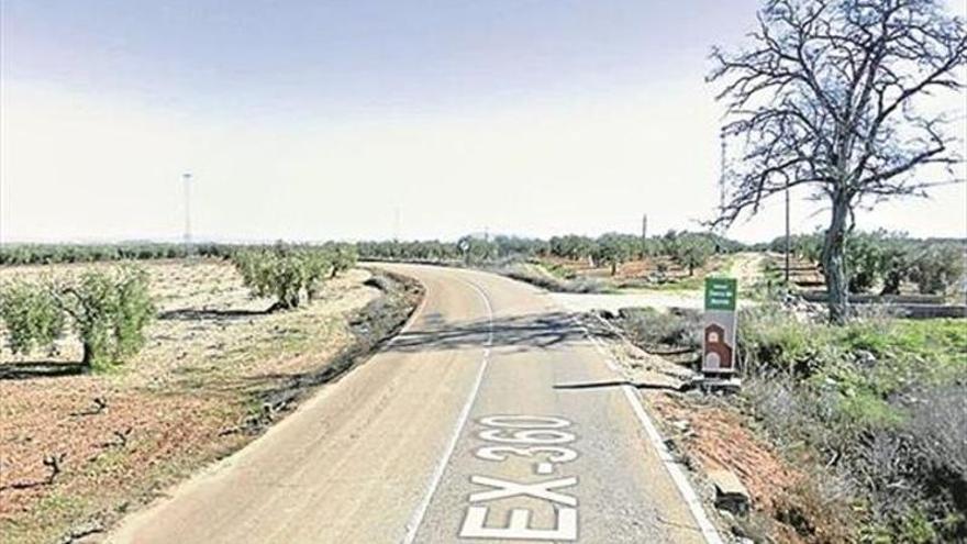Un fallecido en un accidente de tráfico entre un vehículo articulado y un tractor cerca de Fuente del Maestre