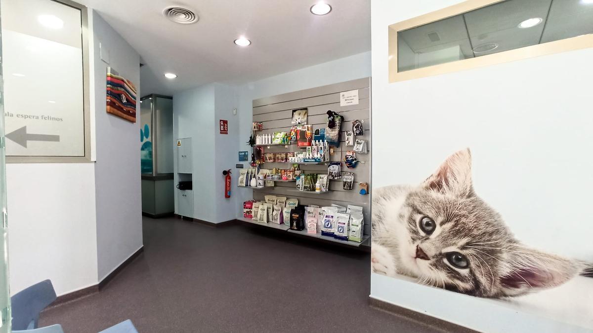 En sus instalaciones encontrarás una amplia gama de piensos y accesorios para tu mascota.