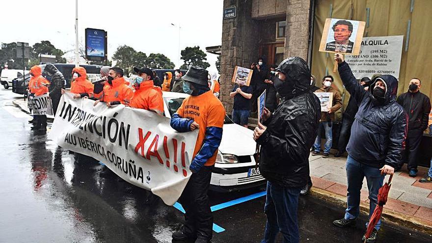 """La Xunta y el comité de Alu Ibérica reclaman al Gobierno una reunión para una solución """"integral"""" en A Coruña y Avilés"""