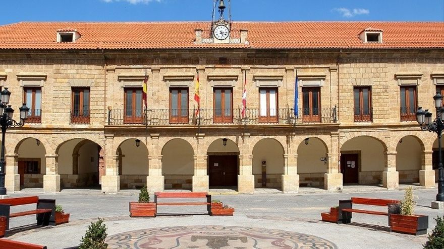 El Ayuntamiento de Benavente retrasa hoy su apertura por formación de los trabajadores