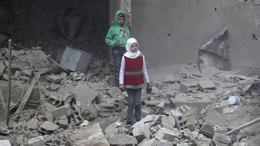 Los civiles sirios muertos en Guta superan los 400 tras cinco días de bombardeos