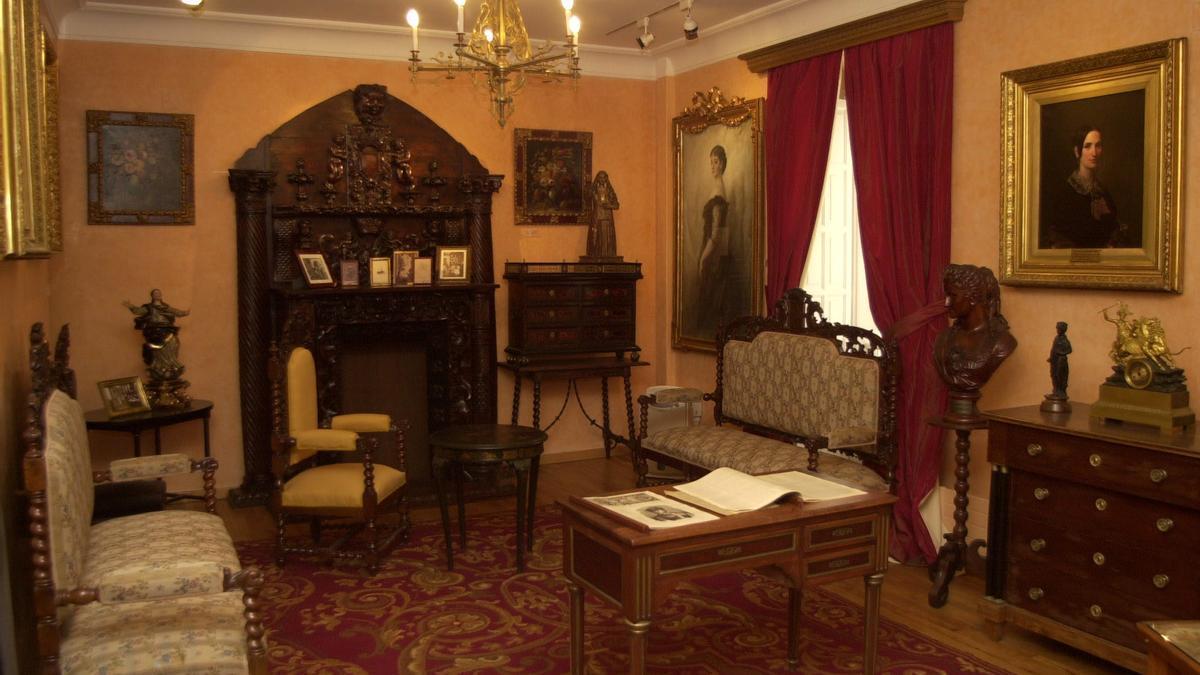 Interior de la casa museo de Emilia Pardo Bazán en A Coruña. / Fran Martínez