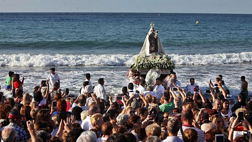 Recogen firmas para la coronación canónica de la Virgen del Carmen
