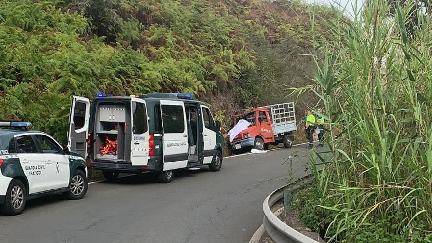 Fallece un conductor de 61 años tras impactar su vehículo contra una ladera en Arucas
