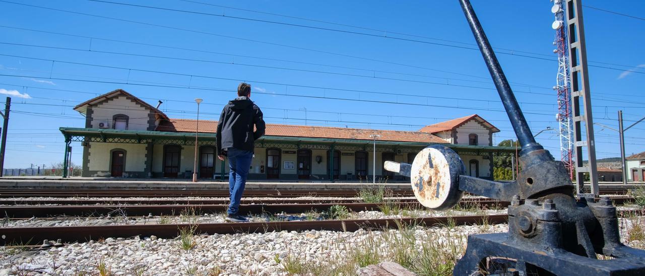 La estación de La Encina fue uno de los nudos ferroviarios más importantes de España en los siglos XIX y XX.