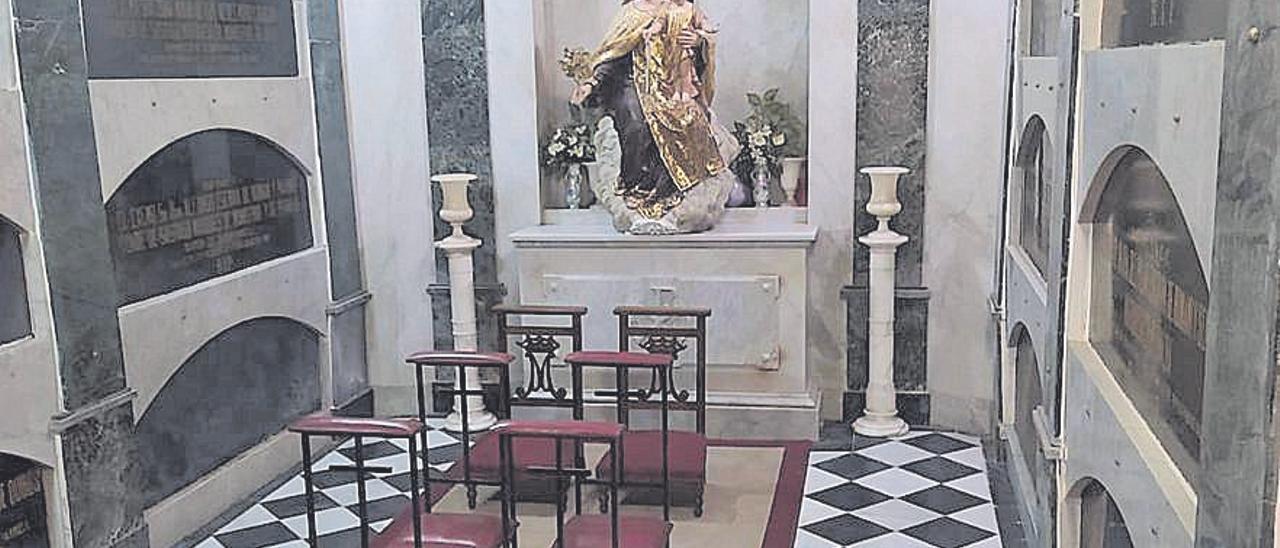 La hermana de la reina Fabiola yace en un panteón en Beniparrell