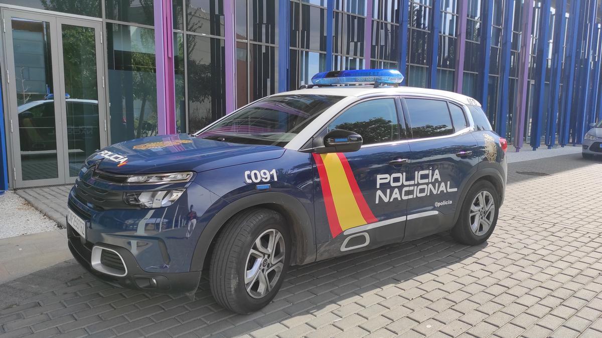 Uno de los vehículos de la Policía Nacional.